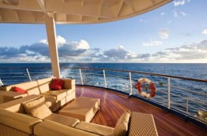 The Aft Lounge on the 700-passenger luxury ship, Seven Seas Mariner | Small Luxury Ship Charters by Landry & Kling